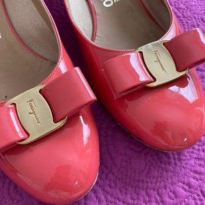 Salvatore Ferragamo Vara 3cm pump heel. Size 8 1/2